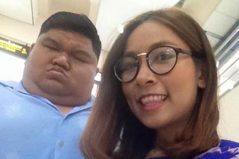 pay-man-at-19-stone-has-stunning-girlfriend-who-is-7-stone